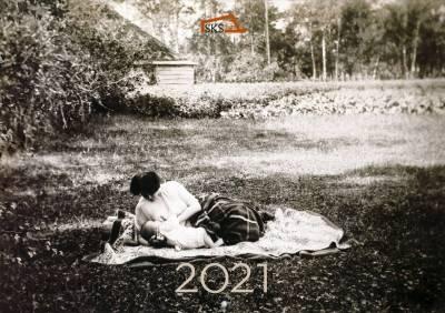 Kirjallisia puutarhoja -seinäkalenteri 2021